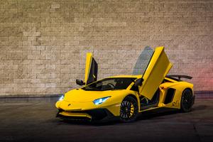 Yellow Lamborghini Aventador 2019