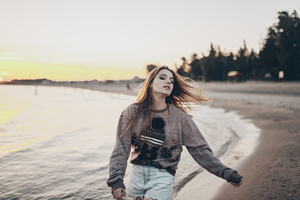 Young Women Sweatshirt Beach Side 4k