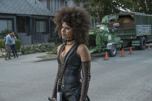 Zazie Beetz As Domino In Deadpool 2 Movie Wallpaper
