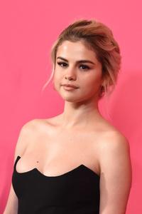 2017 Selena Gomez Gorgeous