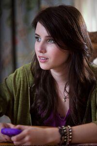 4k Emma Roberts