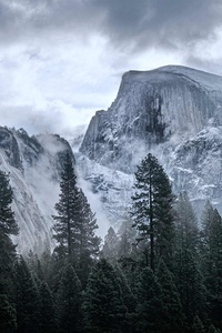 320x568 4k Yosemite Mountains