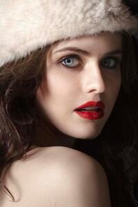 Alexandra Daddario 2