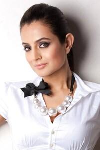 640x1136 Ameesha Patel