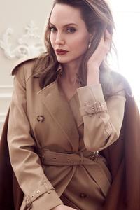 1125x2436 Angelina Jolie Elle 2020