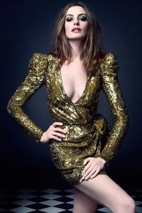 1080x2160 Anne Hathaway Elle Photoshoot 2021