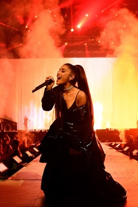 640x960 Ariana Grande Live Performance On Stage