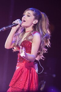 1280x2120 Ariana Grande Singing Son