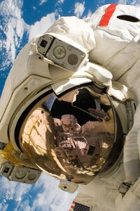 1440x2960 Astronaut