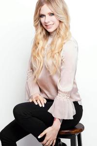 Avril Lavigne Cosmopolitan Japan