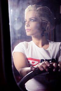 320x568 Bebe Rexha Face Closeup