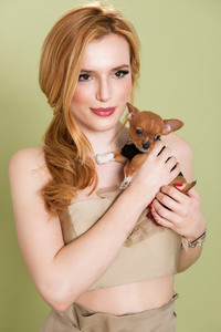 1125x2436 Bella Thorne With Dog