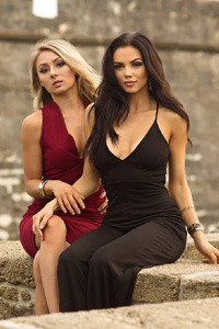 540x960 Black And Red Dress Model