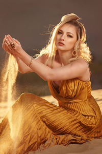 640x1136 Blonde Girl Desert Photoshoot