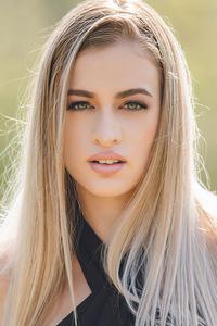 320x568 Blonde Girl Glance Beauty 5k