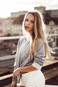 640x960 Blonde Girl Open Rooftop 4k