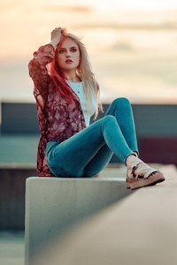 320x480 Blonde Girl Rooftop Depth Of Field
