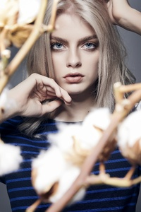Blue Eyes Blonde Hairs Model 5k