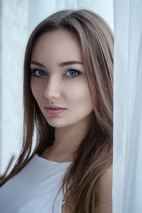 Blue Eyes Brunette Girl