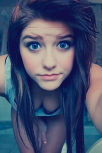 480x854 Blue Eyes Cute Teen Girl