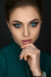640x960 Blue Eyes Girl Closeup Portrait