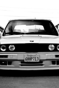 750x1334 BMW E30 Monochrome