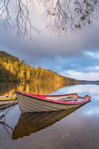 540x960 Boat Shoreline Landscape 5k