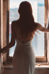 240x320 Bride Standing At The Window 5k