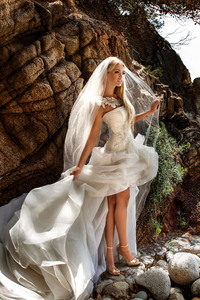 2160x3840 Bride Wedding Dress
