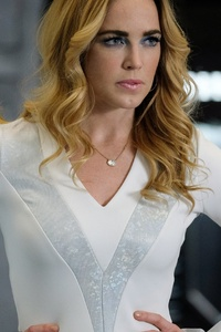 480x800 Caity Lotz As Sara Lance In Legends Of Tomorrow