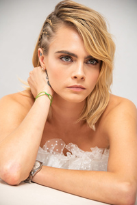 1125x2436 Cara Delevingne At The Carnival Row Press Conference
