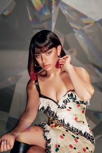 360x640 CharliXcx L Officiel Photoshoot
