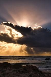 Clouds Sun Rays Passing Ocean 5k