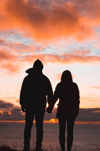 640x1136 Couple Holding Hands