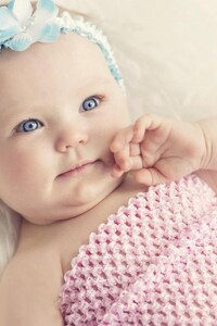 1080x2280 Cute Baby With Blue Eyes