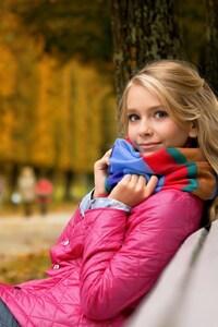 640x1136 Cute Blone Girl