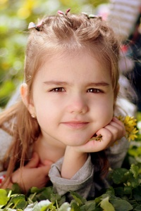 480x800 Cute Kid Girl Toddler