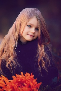 640x1136 Cute Little Girl With Flowers