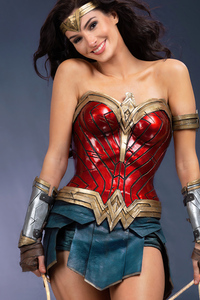240x400 Cute Wonder Woman Smiling Cosplay 4k