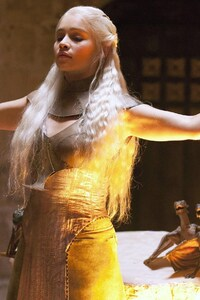 Daenerys Targaryen In Game Of Thrones HD