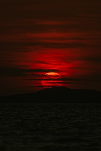 1080x2280 Dark Sunset Sea 5k
