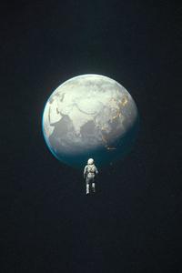800x1280 Desaturated Earth Astroanut 4k