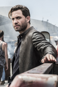 240x400 Edgar Ramirez As Graham Bricke In Last Days Of American Crime 2020