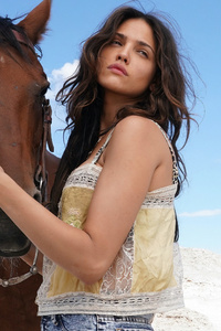 1280x2120 Eiza Gonzalez With Horse
