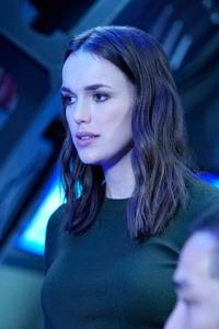 Elizabeth Henstridge Agents Of Shield Season 4
