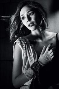 Elizabeth Olsen Monochrome