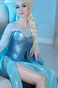 480x854 Elsa Cosplay