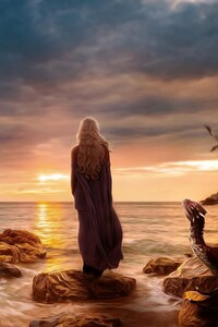 Emilia Clarke Daenerys Targayen Alone