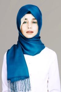 Emilia Clarke Hijab