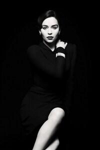 240x320 Emilia Clarke Monochrome
